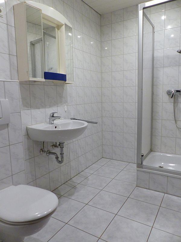 Bad-WC mit Dusche
