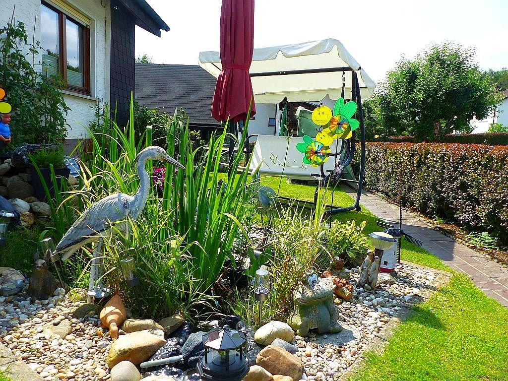 Rückseite mit Zierteich und Garten