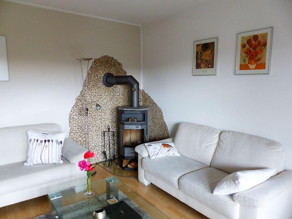 Whg. II: Wohnbereich mit Kaminofen