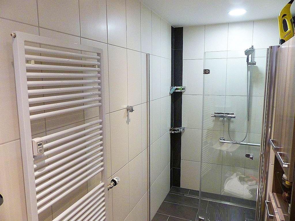 Whg. II: Bad/WC mit Dusche und Handtuchhzg.