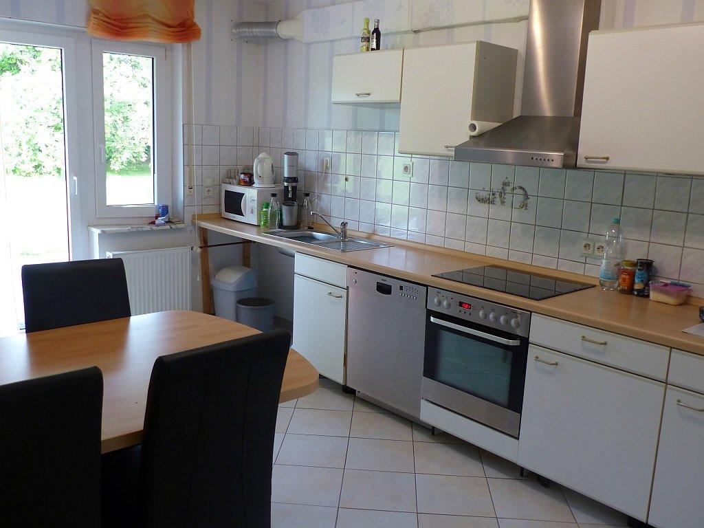 Küche mit Terrassenausgang