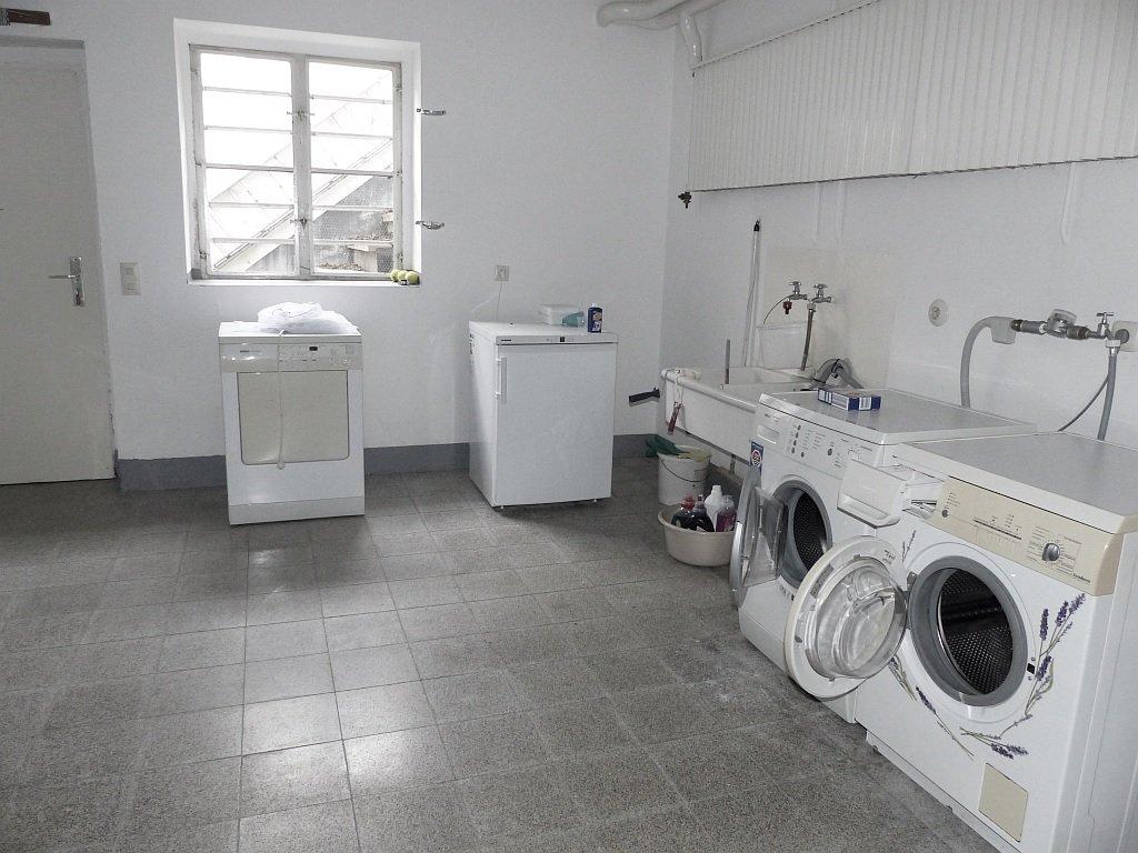 Waschküche mit Außenausgang