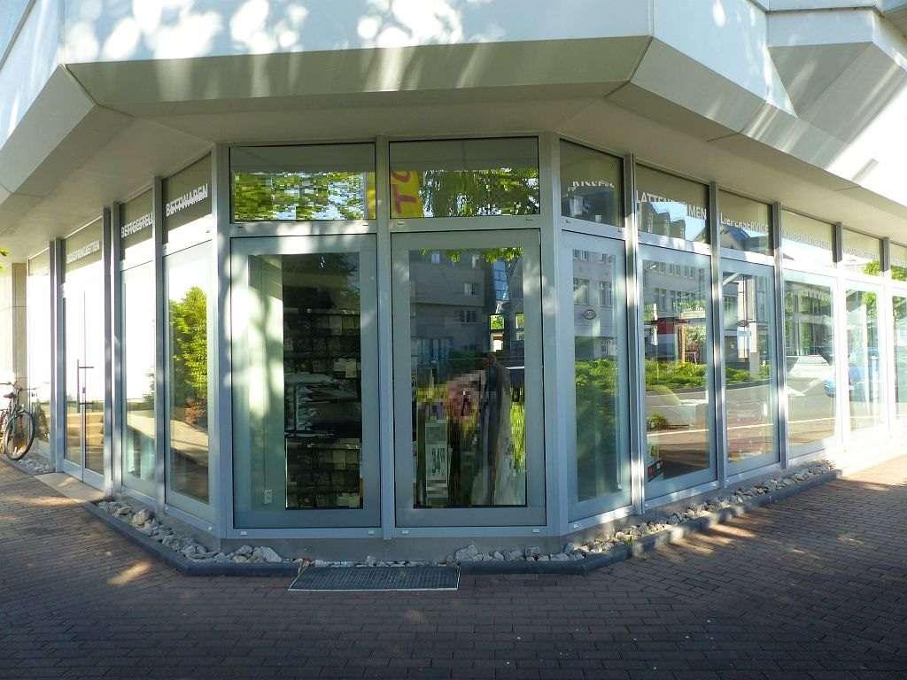 Schaufenster  Bruchstr. u. Parkpl.Seite