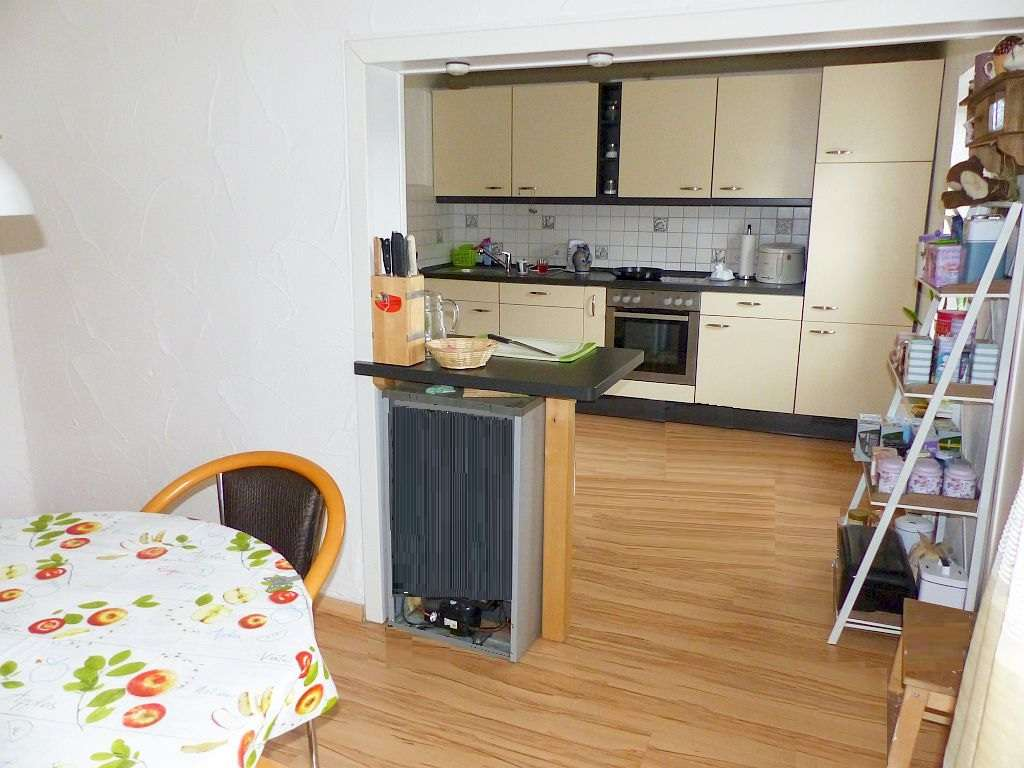 OG-Whg.:  EZ Richtg. Küche